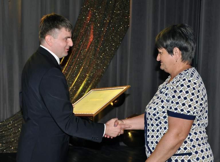 Благодарностью губернатора Кубани награждена председатель УИК избирательного участка  06-63 Светлана НАУМОВА
