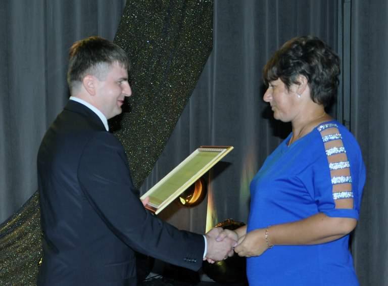 Благодарностью губернатора Кубани награждена председатель УИК избирательного участка  06-44 Наталья ХАРИНОВА