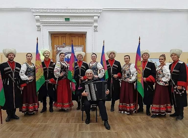 Коллектив народного ансамбля «Казачье братство».