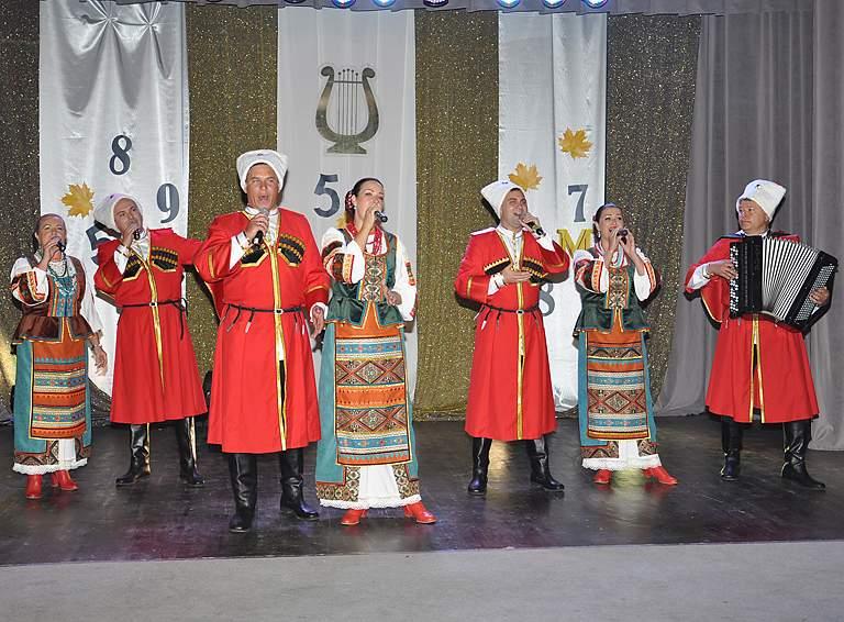 Выступает народный ансамбль «Кубанские казаки»
