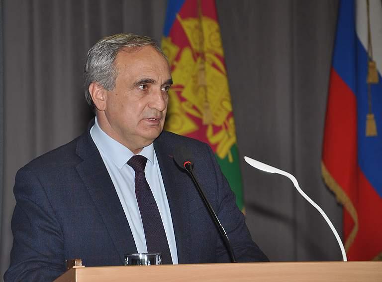 Выступает депутат Совета муниципального образования Белореченский район Азмет Тлехуч