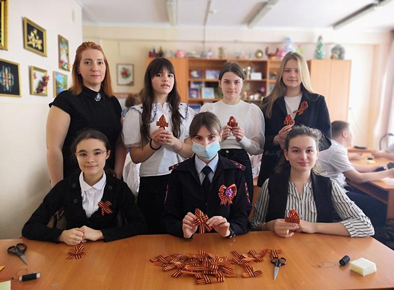 Белореченские полицейские с педагогами СЮТ в рамках патриотической акции организовали мастер-класс