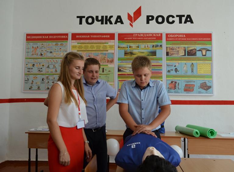 Учащиеся школы № 18 ст. Рязанской учатся оказывать первую помощь